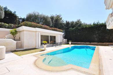 Main Photo of a 14 bedroom  Villa for sale